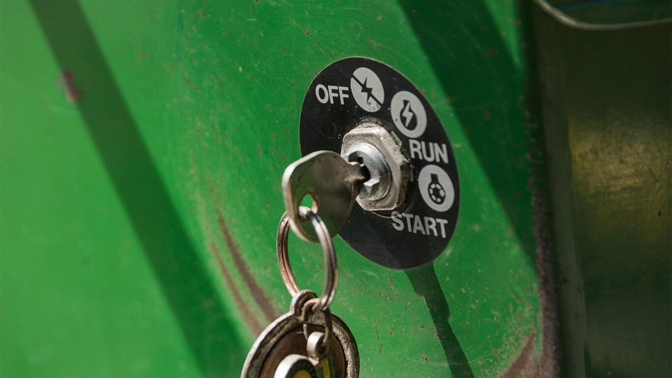 Oude zitgazonmaaier, huiseigenaar, sleutel