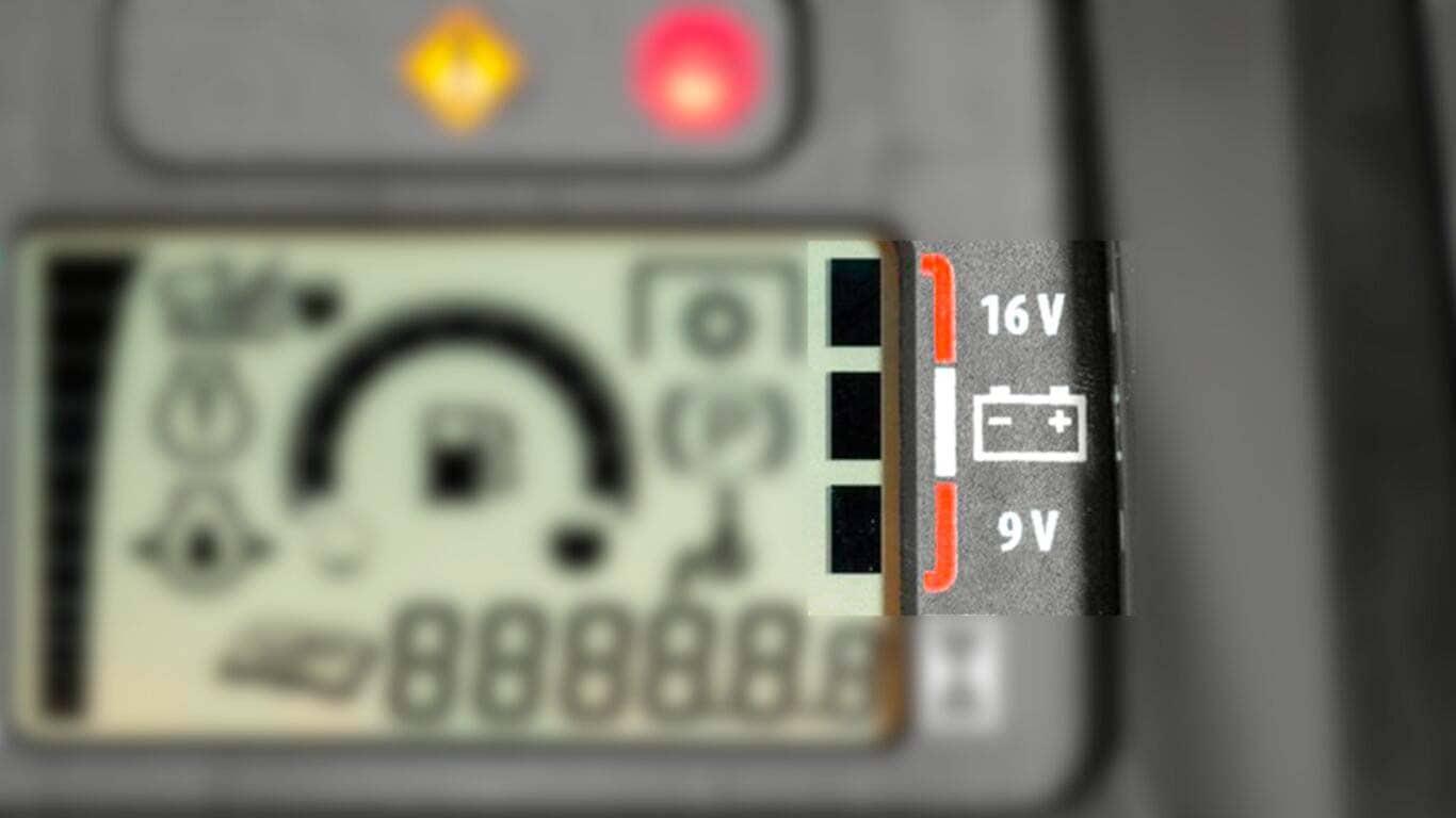Voltage level indicator